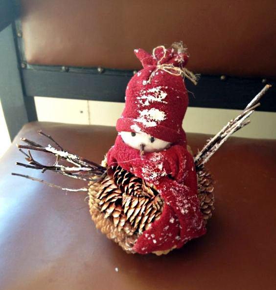 Снеговик поделка из шишек своими руками