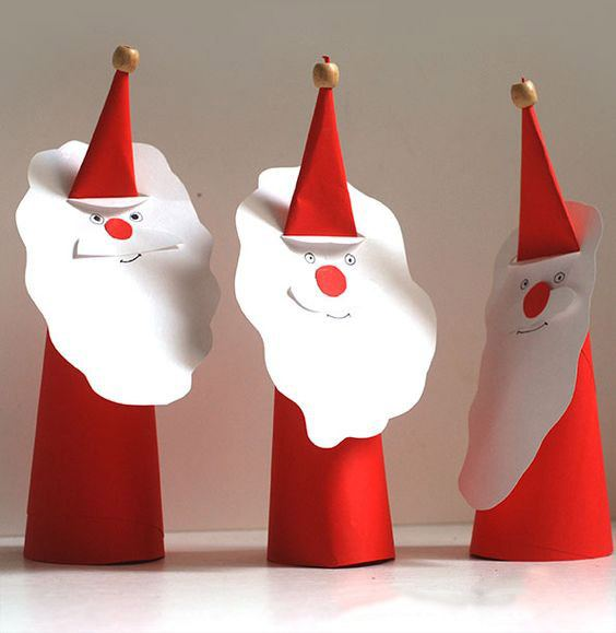 Салфетка, сложенная в виде Деда Мороза